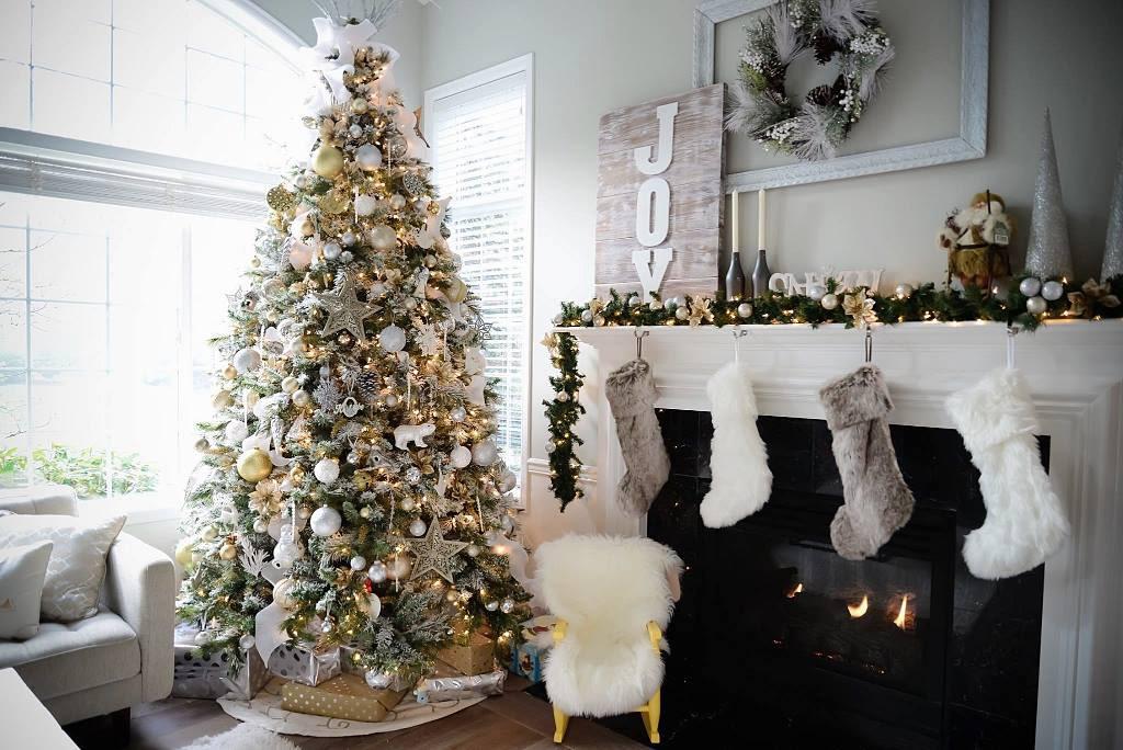 Christmas decorating service