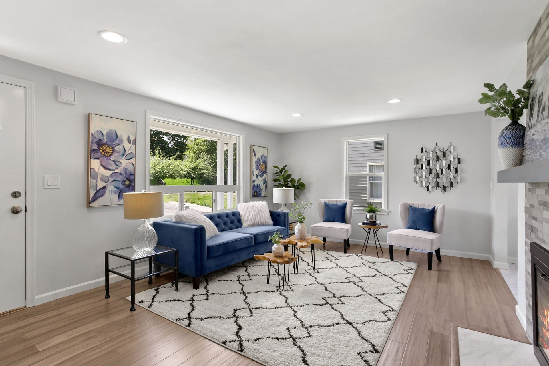 Living room with a blue and white sofa.